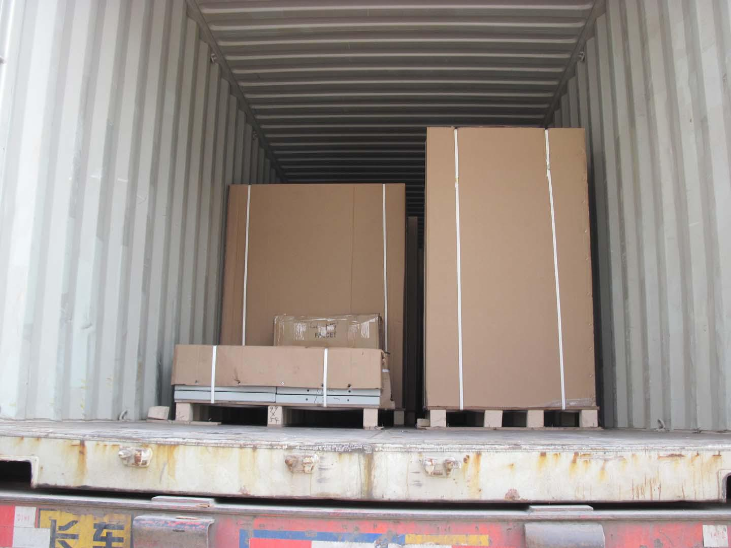 Loading picture for fume hood to Kuwait